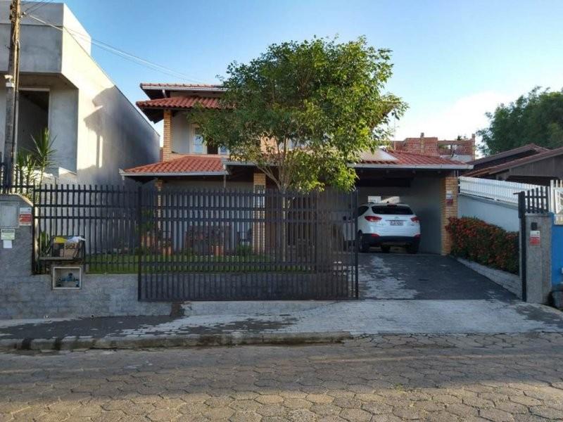 Sobrado à venda  no Centro - Barra Velha, SC. Imóveis